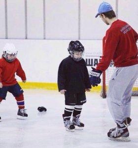 Тренер по хоккею(катание на коньках)