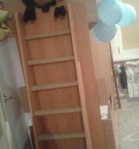 Двухэтажная кровать со шкафом