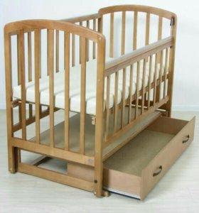 Детская кроватка из натурального дерева с матрасом