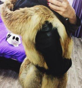 Меховая жилетка с капюшоном лиса