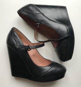 Кожаные туфли-броги на танкетке Aldo