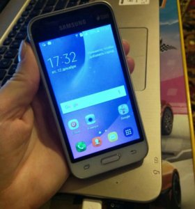 Смартфон Samsung mini J1