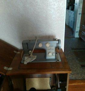 Машинка швейная не электрическая