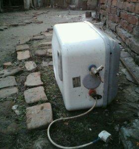 Водоногреватьль на 15 л,робочичий греется 30 мин.