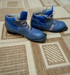Лыжные ботинки 37 разм