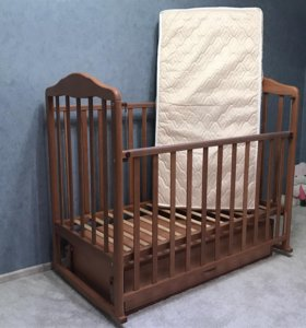 Детская кроватка с поперечным маятником новая