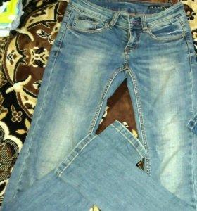 Распродажа женских джинсов