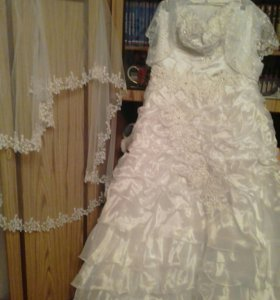 Свадебные платье и фата