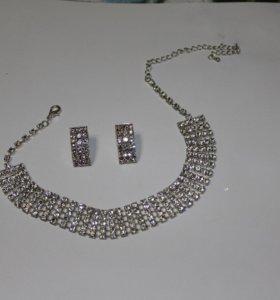 Комплект. Серьги и Ожерелье.