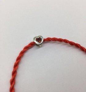 Красная нить с серебряным замком