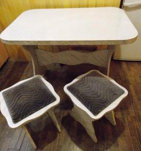 Стол, стулья кухонные