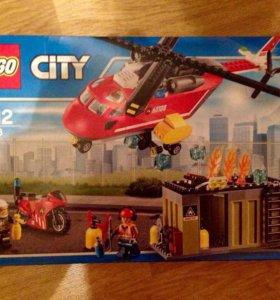 Почти новый набор Lego 257 деталей