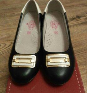 Продаются новые школьные туфли