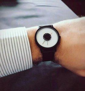 Новые наручные часы ! + Доп батарейка в подарок !