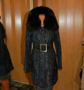 Зимнее пальто с воротником из чернобурки