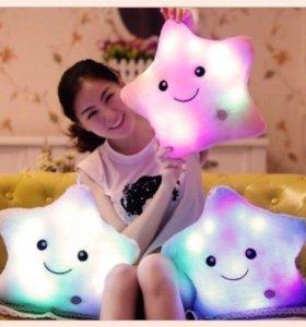 Подушка-игрушка-ночник в форме звезды.