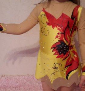 Платья (4 шт) для выступлений по фигурному катанию