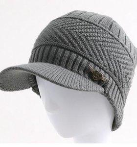 Молодёжная вязаная шапка с козырьком + бархат.