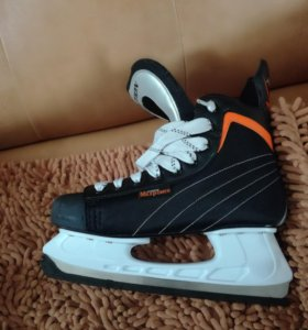 Хоккейные коньки новые одевал 1 раз
