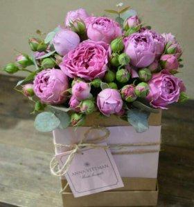 Коробочка с пиононовидными розами