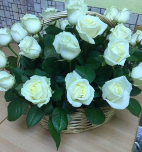 Корзинка из белых роз с доставкой