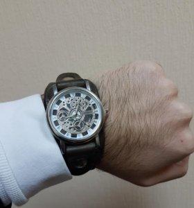 Часы мужские с коженым ремешком ручной работы