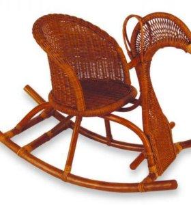 Детское кресло качалка из ротанга лошадка