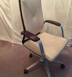 Офисное кресло для кабинета( переговорных)