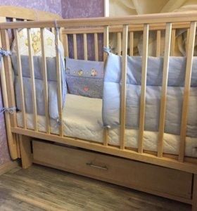Кроватка с маятником и матрасом