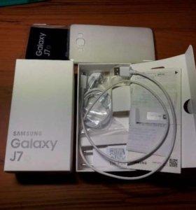 Смартфон Samsung Galaxy J7 (2016) J710 16 ГБ