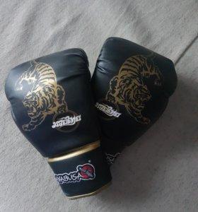 Боксерские перчатки hayabusa