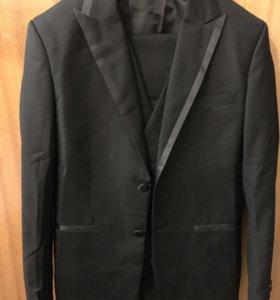 Мужской костюм тройка+ галстук