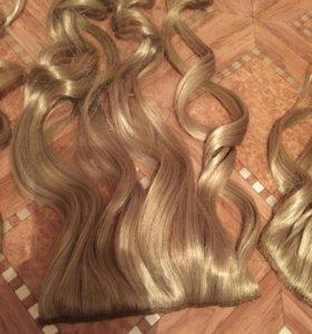 Локоны волос на заколках