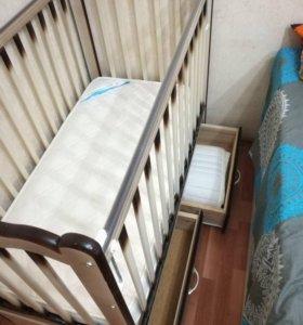 Детская кровать с поперечным маятником.