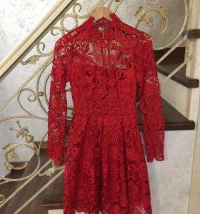 Платье красное кружево