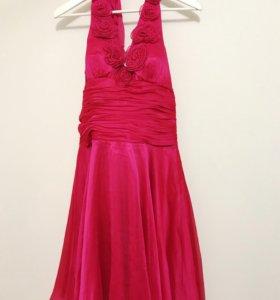 Нарядное платье размер М