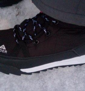 Новые зимние кроссовки непромокаемые