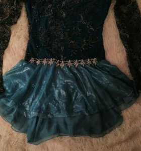 Сверкающее платье по фигурному катанию