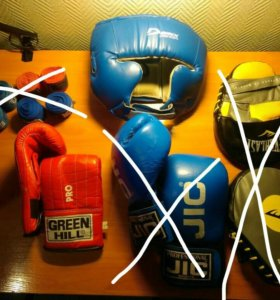 Боксерские перчатки,шлем,бинты,лапы