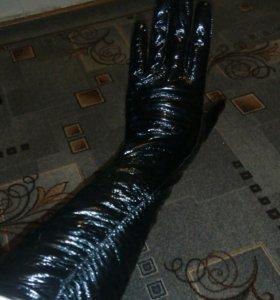 Женские кожаные лакированные перчатки