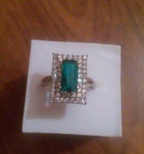 серебряный кольцо