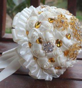 Букет невесты с камнями свадебный
