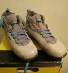 Лыжные ботинки 38 р с лыжами 180 см и палками