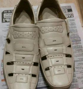Продам сандели новые 500 и туфли по 300