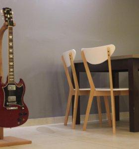 Деревянная стойка для гитары