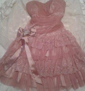 Красивое новое платье.