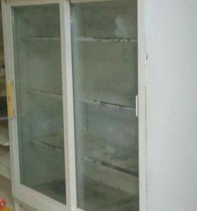 Холодильные витрины и накопитель Торгхол.