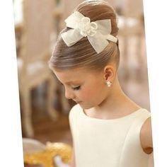 Причёски и плетение кос любой сложности)))