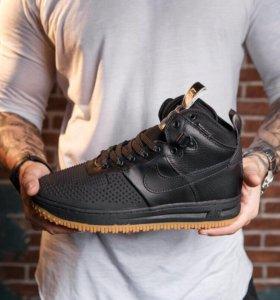 Кроссовок на осень Nike