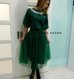 Новое платье с фатиновой юбкой